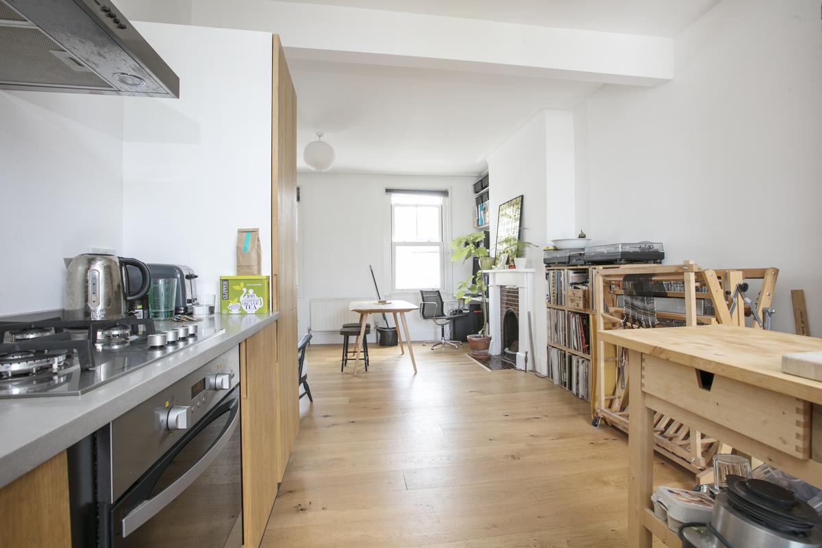 Flat/Apartment Sale Agreed in Finsen Road, Camberwell, SE5 370 view4