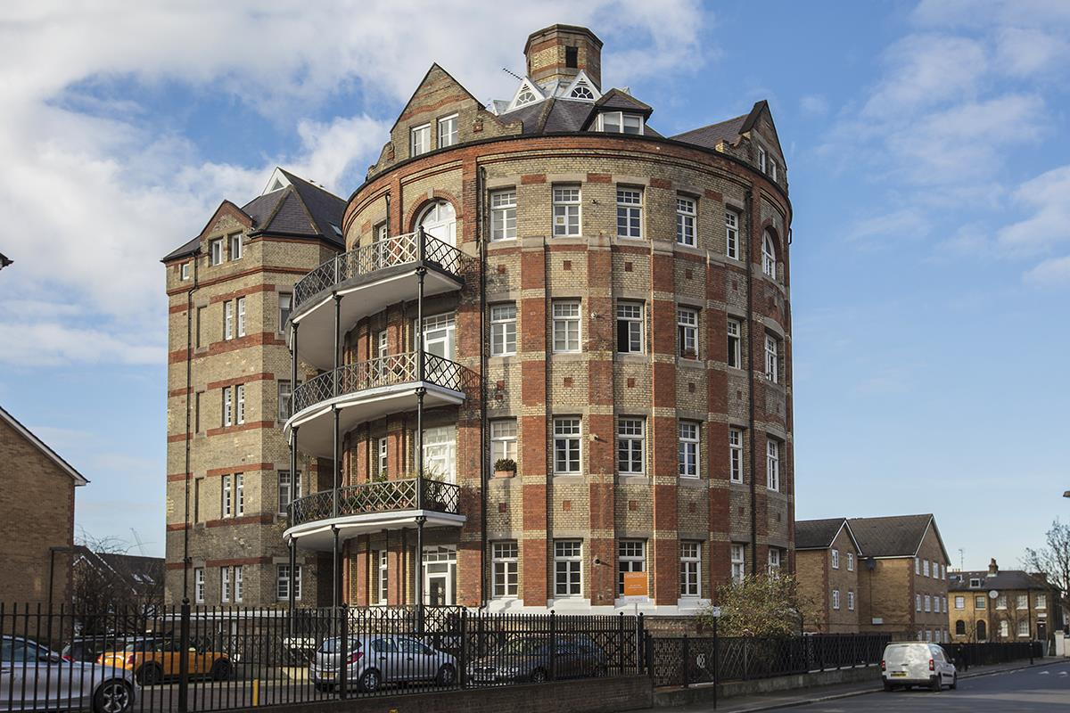 Flat/Apartment For Sale in Gables Close, Camberwell, SE5 512 view1