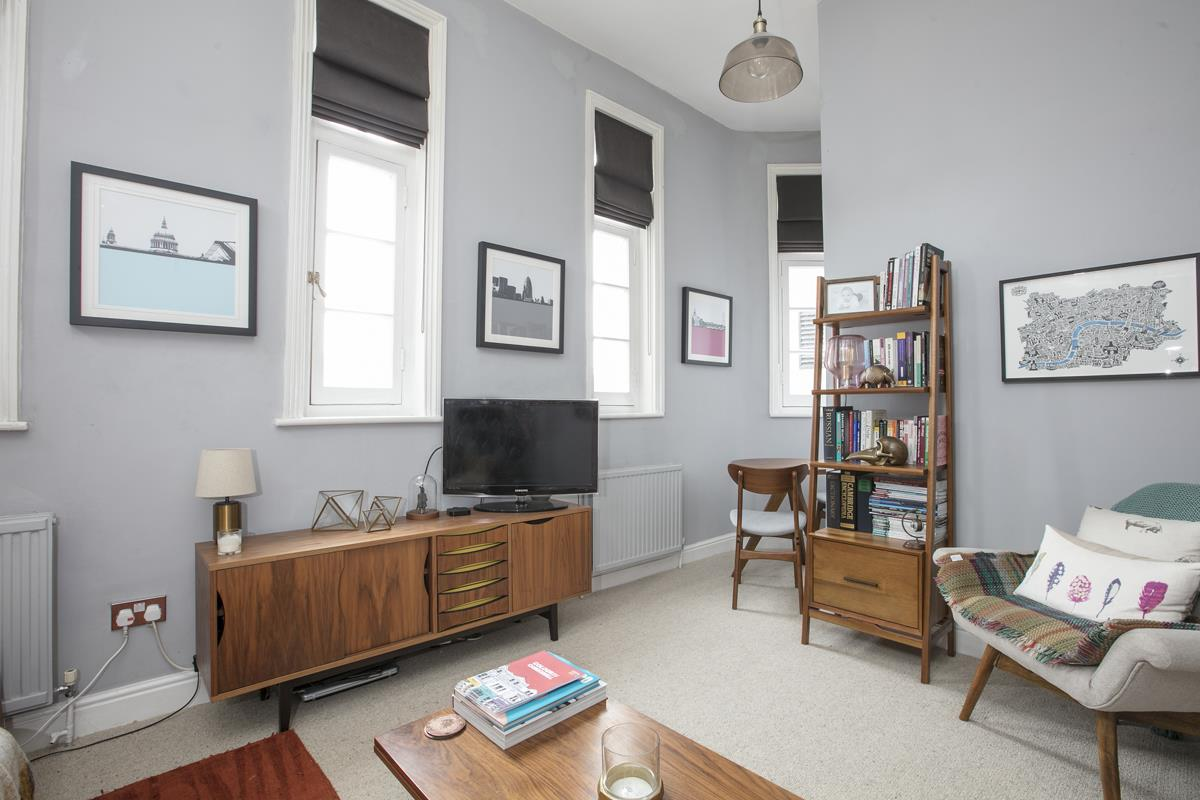 Flat/Apartment For Sale in Gables Close, Camberwell, SE5 512 view2
