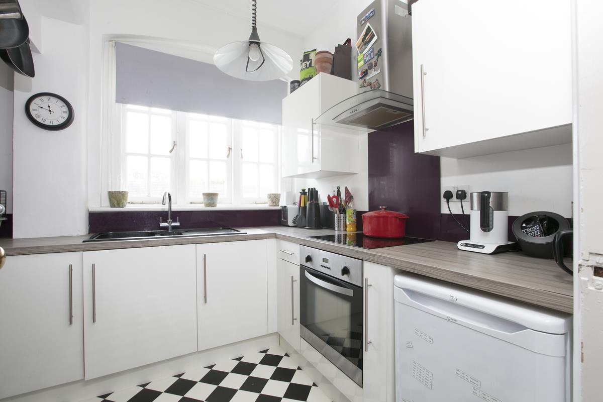 Flat/Apartment For Sale in Gables Close, Camberwell, SE5 512 view3