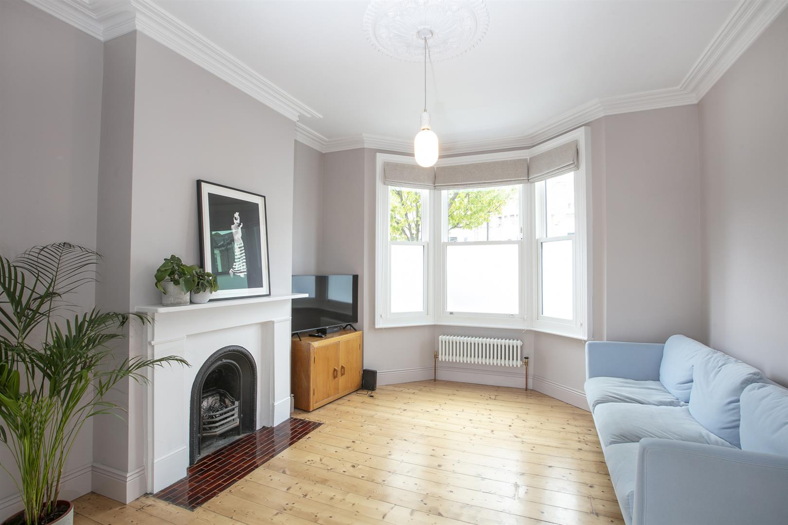House - Terraced Sold in Gairloch Road, Camberwell, SE5 729 view2