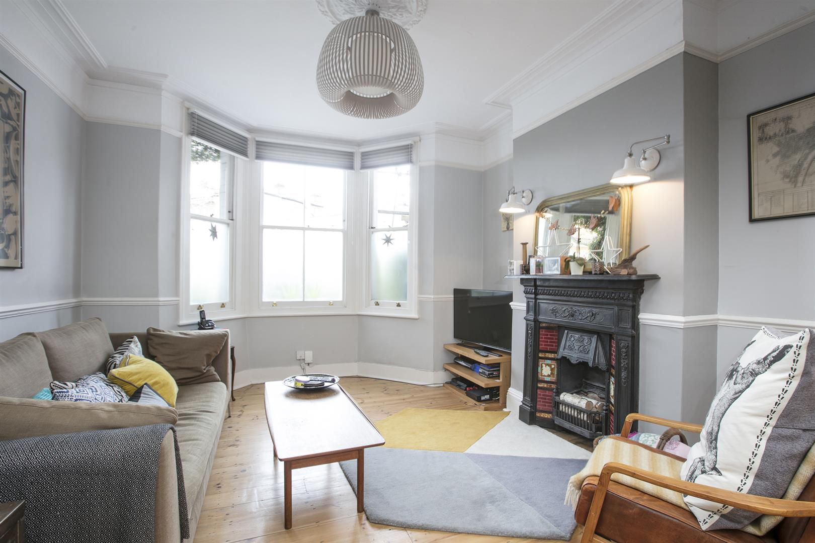 House - Terraced For Sale in Gipsy Road, West Norwood, SE27 597 view3