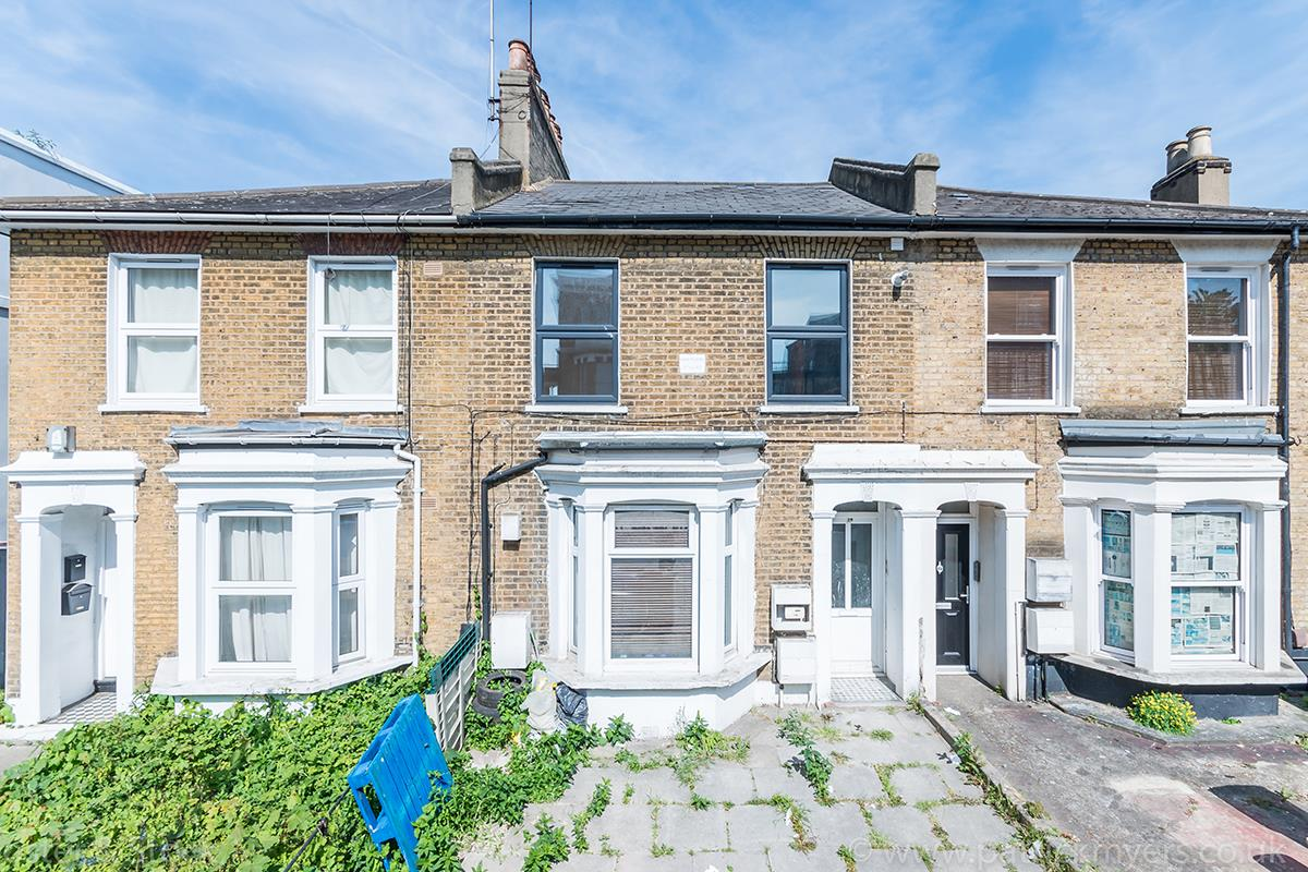 Flat - Conversion Sale Agreed in Gordon Road, Nunhead SE15 16 view1