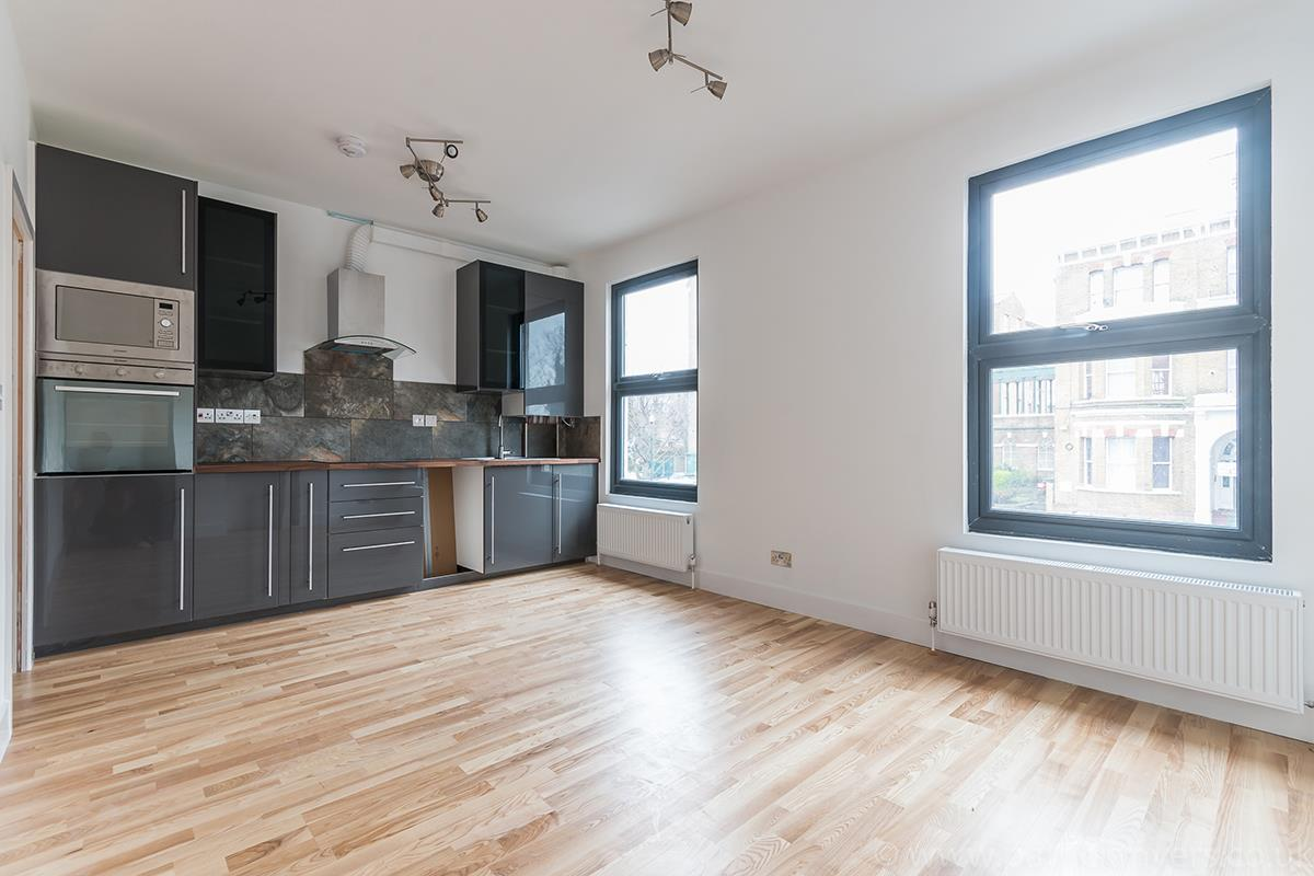 Flat - Conversion Sale Agreed in Gordon Road, Nunhead SE15 16 view3