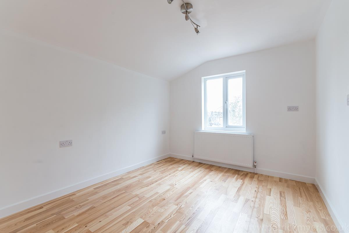 Flat - Conversion Sale Agreed in Gordon Road, Nunhead SE15 16 view11