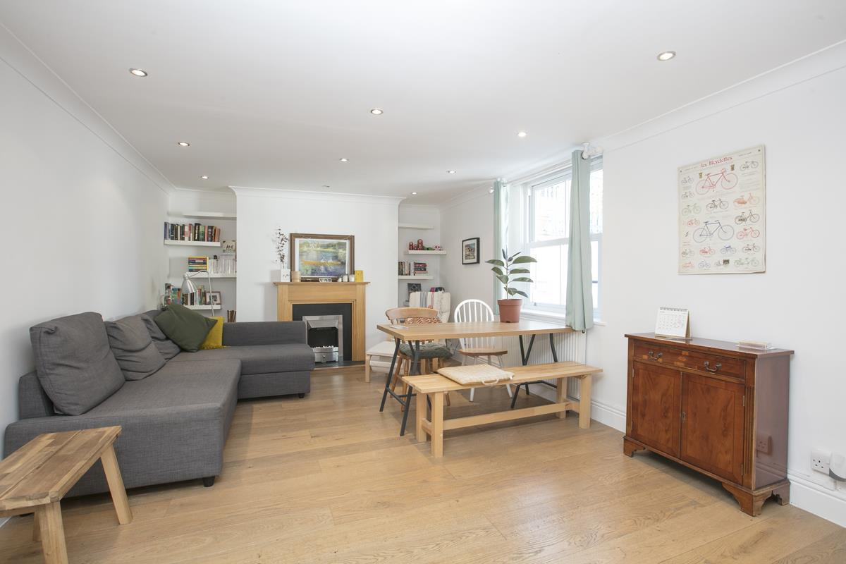 Flat/Apartment Sold in Gordon Road, Nunhead, SE15 501 view2