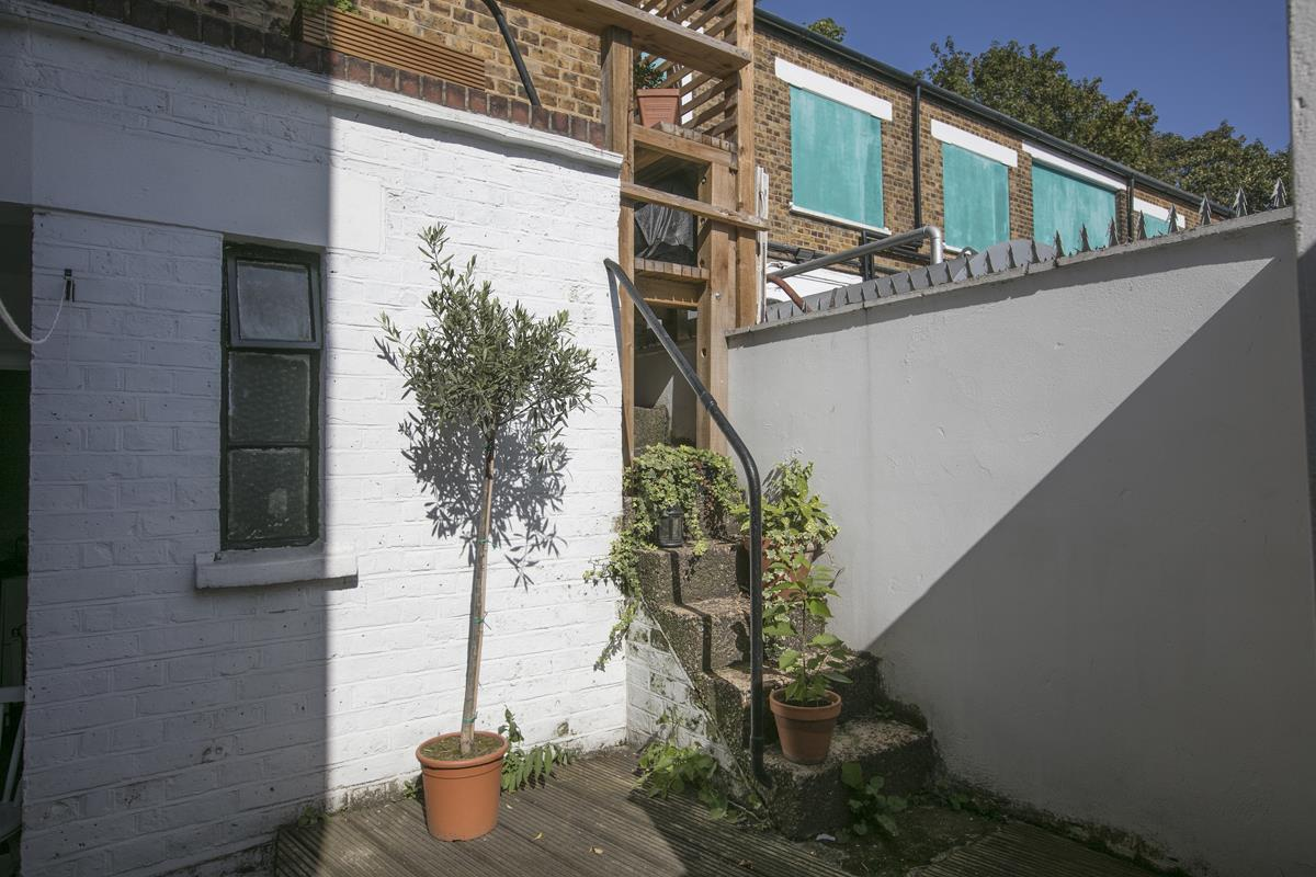 Flat/Apartment Sold in Gordon Road, Nunhead, SE15 501 view3