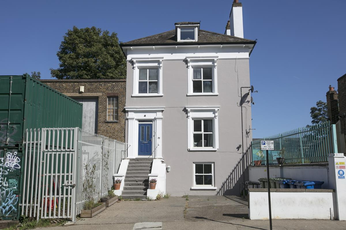 Flat/Apartment Sold in Gordon Road, Nunhead, SE15 501 view1