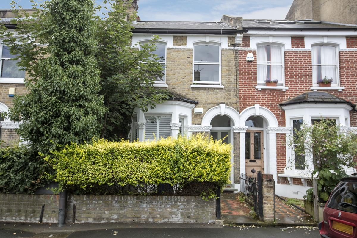 Flat - Conversion Sale Agreed in Graces Road, Camberwell, SE5 487 view1