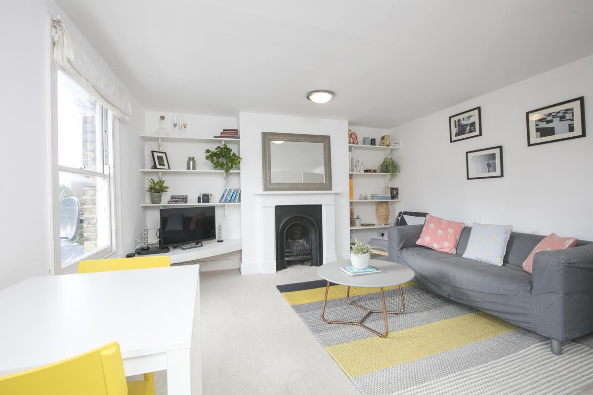 Flat/Apartment Sale Agreed in Grove Hill Road, Camberwell, SE5 390 view2