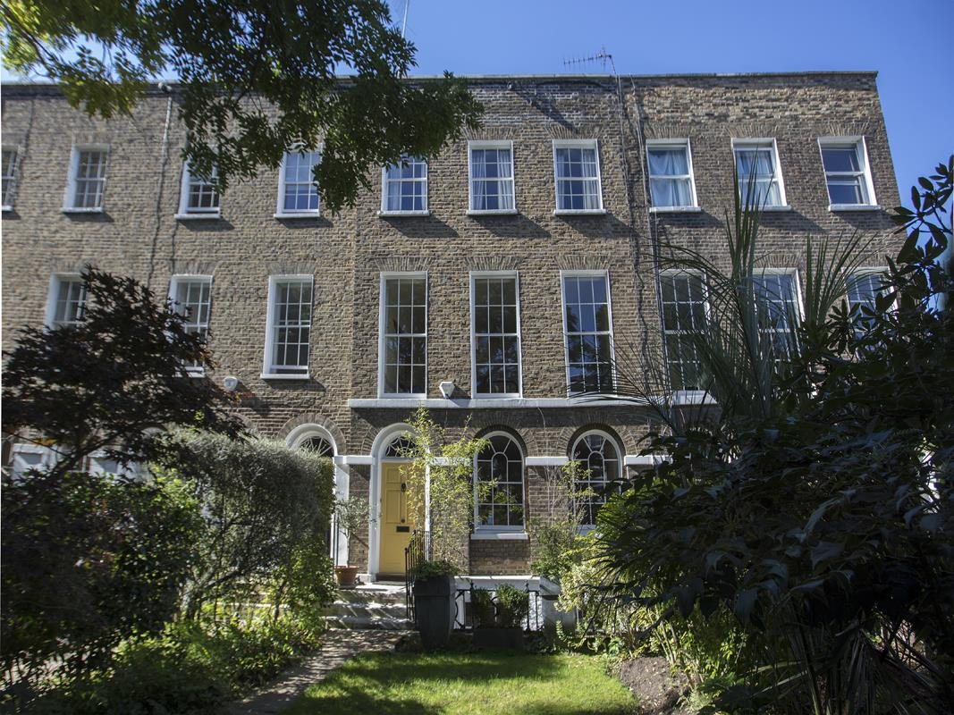 House - Terraced Sale Agreed in Grove Lane, Camberwell, SE5 582 view1