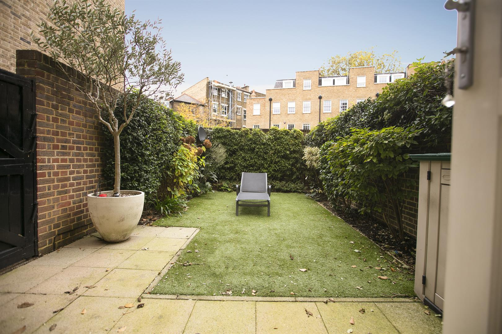 House - End Terrace For Sale in Grove Lane, Camberwell, SE5 780 view2