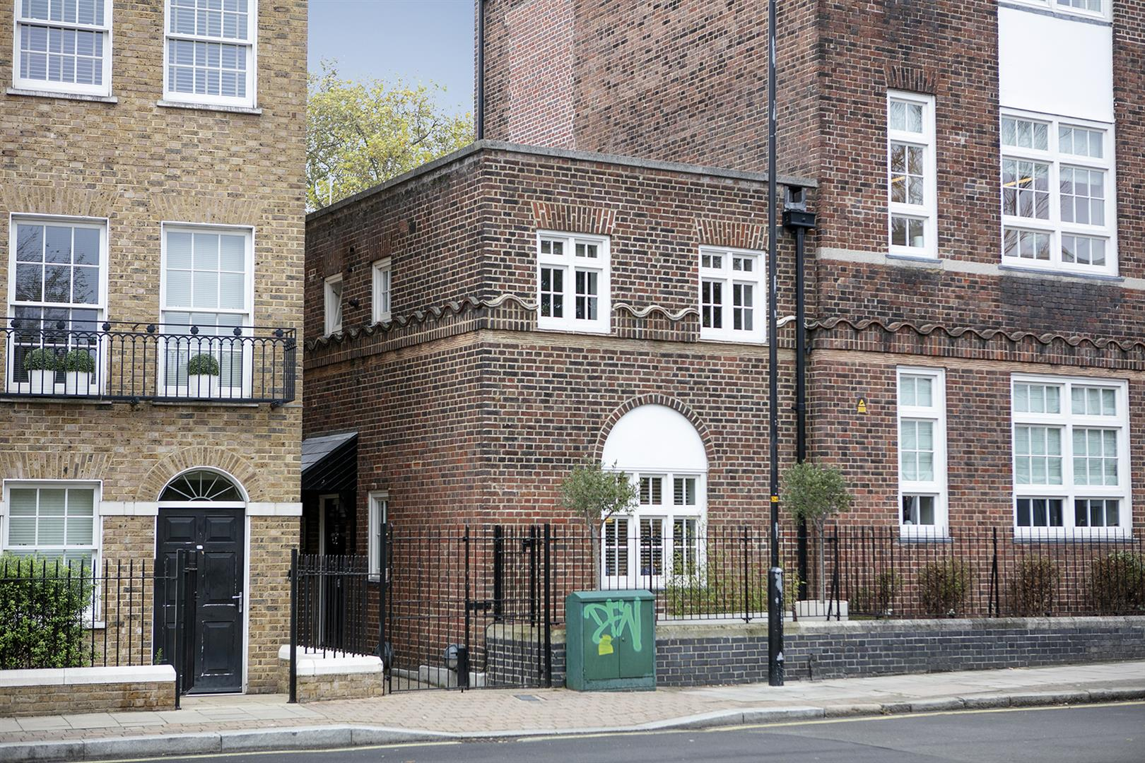 House - End Terrace For Sale in Grove Lane, Camberwell, SE5 780 view3