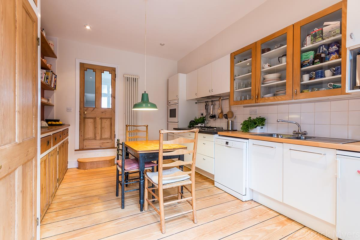 House - Semi-Detached Sold in Grove Park, Camberwell, SE5 268 view12