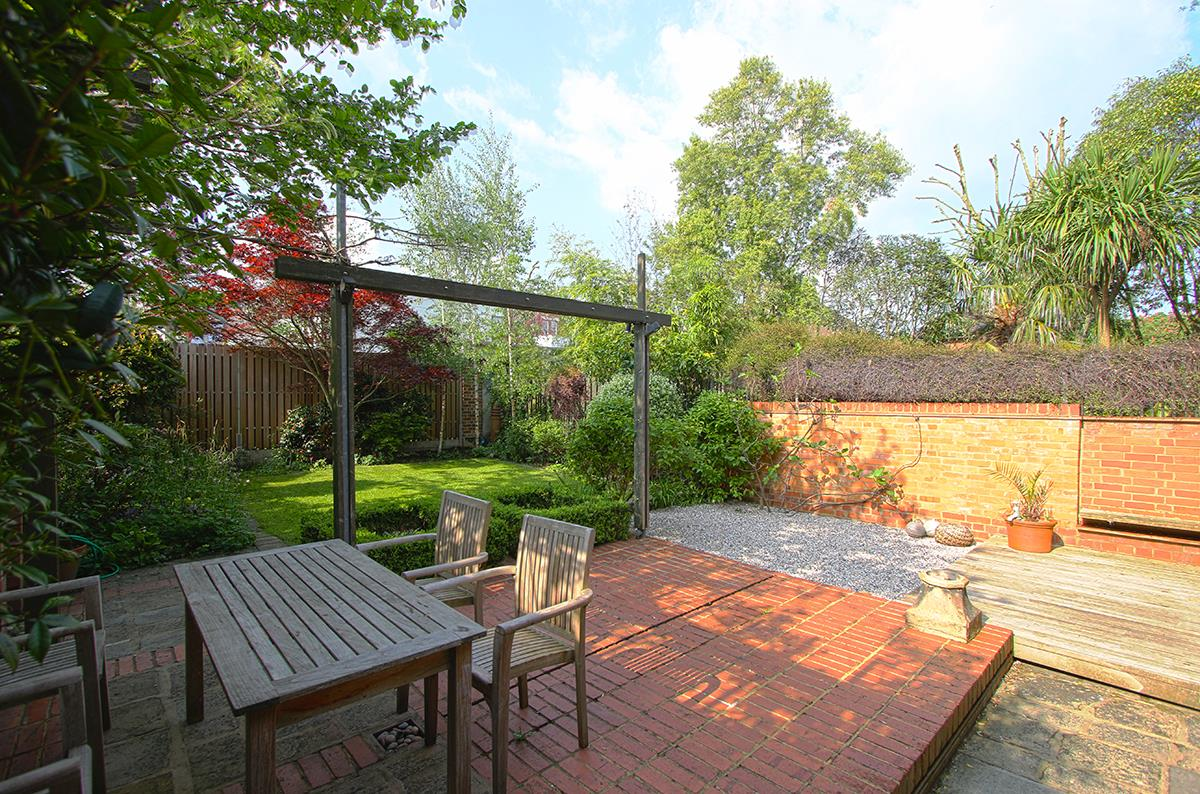 House - Semi-Detached Sold in Grove Park, Camberwell, SE5 268 view30