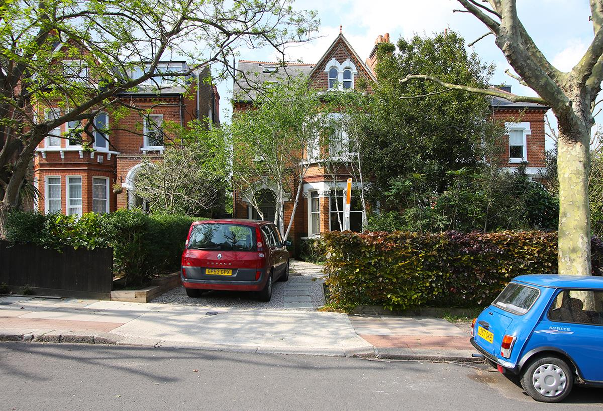 House - Semi-Detached Sold in Grove Park, Camberwell, SE5 268 view1