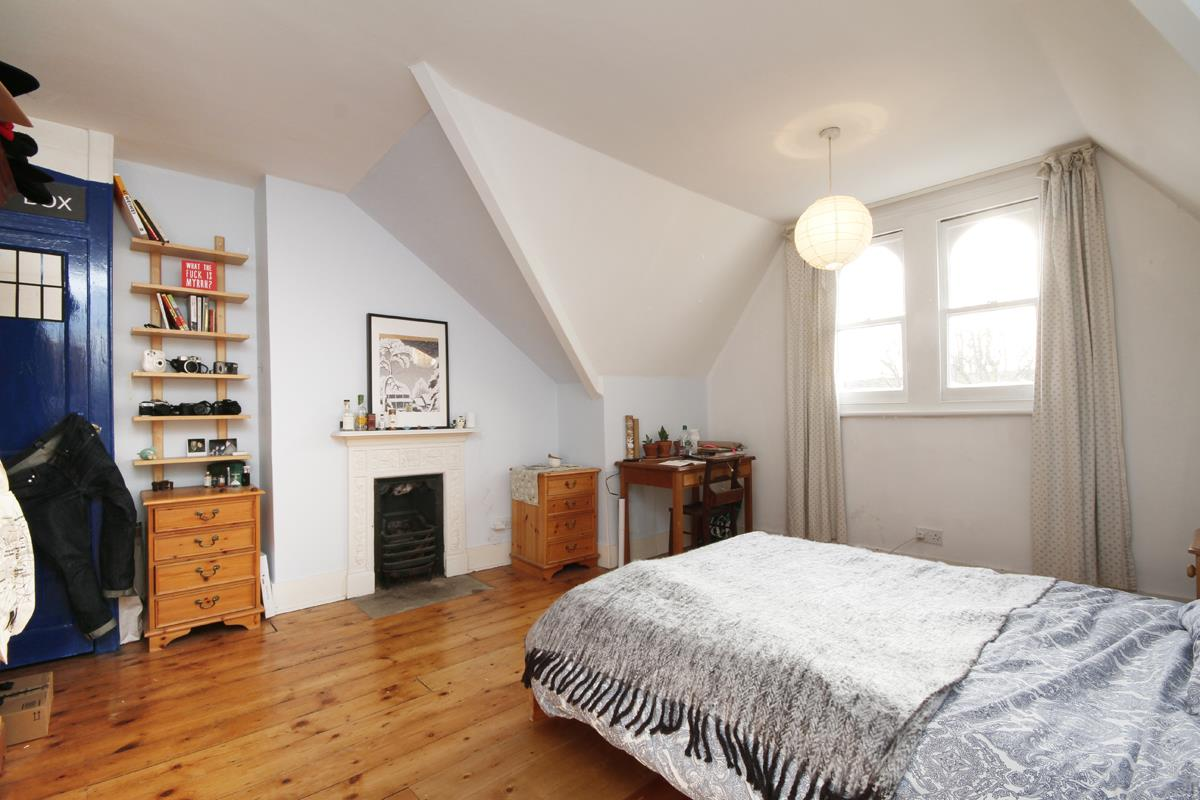House - Semi-Detached Sold in Grove Park, Camberwell, SE5 268 view23