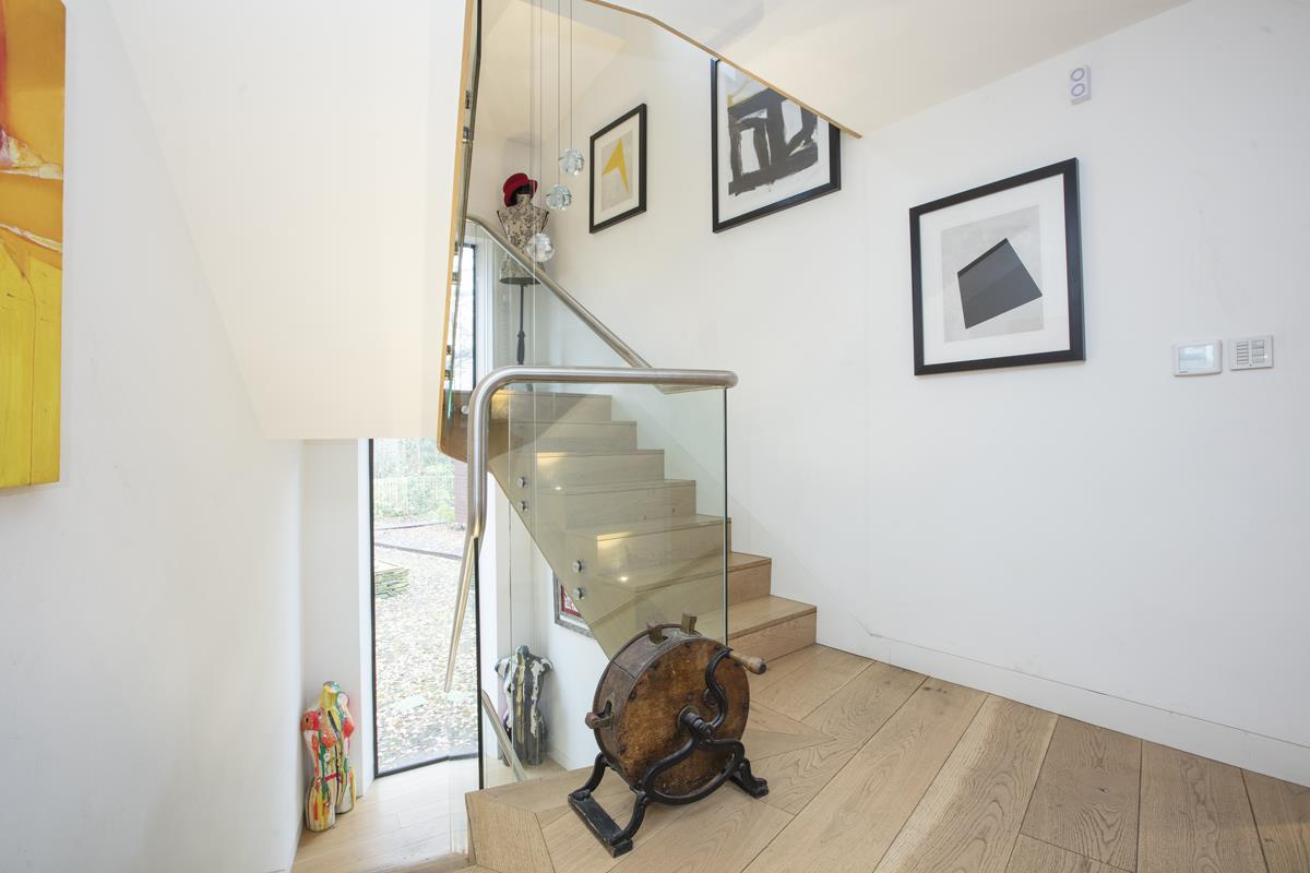 House - Detached For Sale in Grove Park, Camberwell, SE5 396 view19