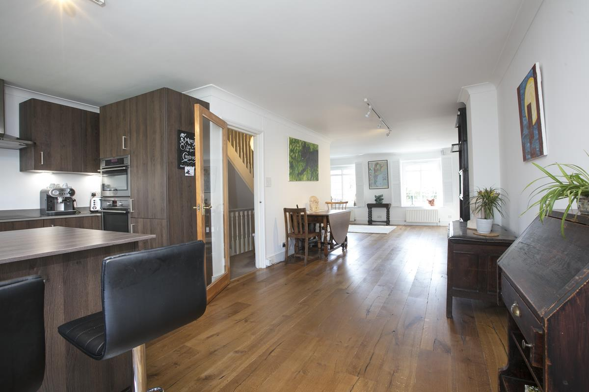 House - Semi-Detached For Sale in Grove Park, Camberwell, SE5 432 view1