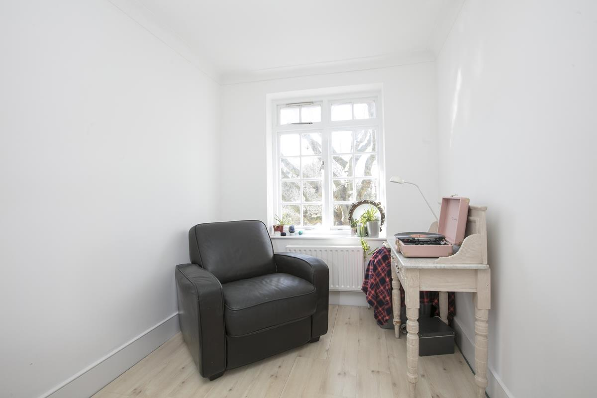 House - Semi-Detached For Sale in Grove Park, Camberwell, SE5 432 view17