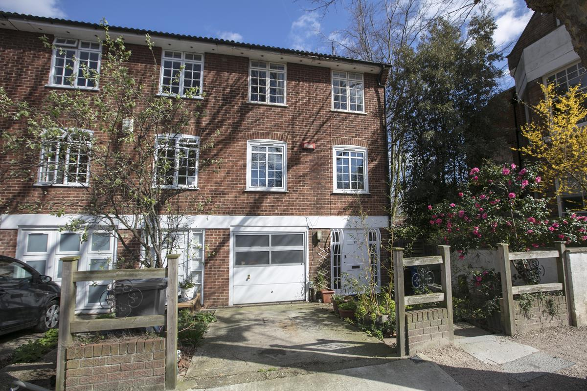 House - Semi-Detached For Sale in Grove Park, Camberwell, SE5 432 view5