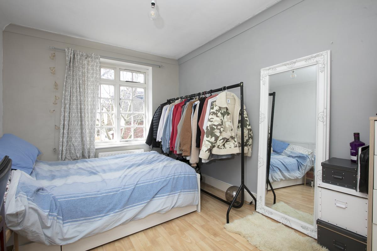 House - Semi-Detached For Sale in Grove Park, Camberwell, SE5 432 view16