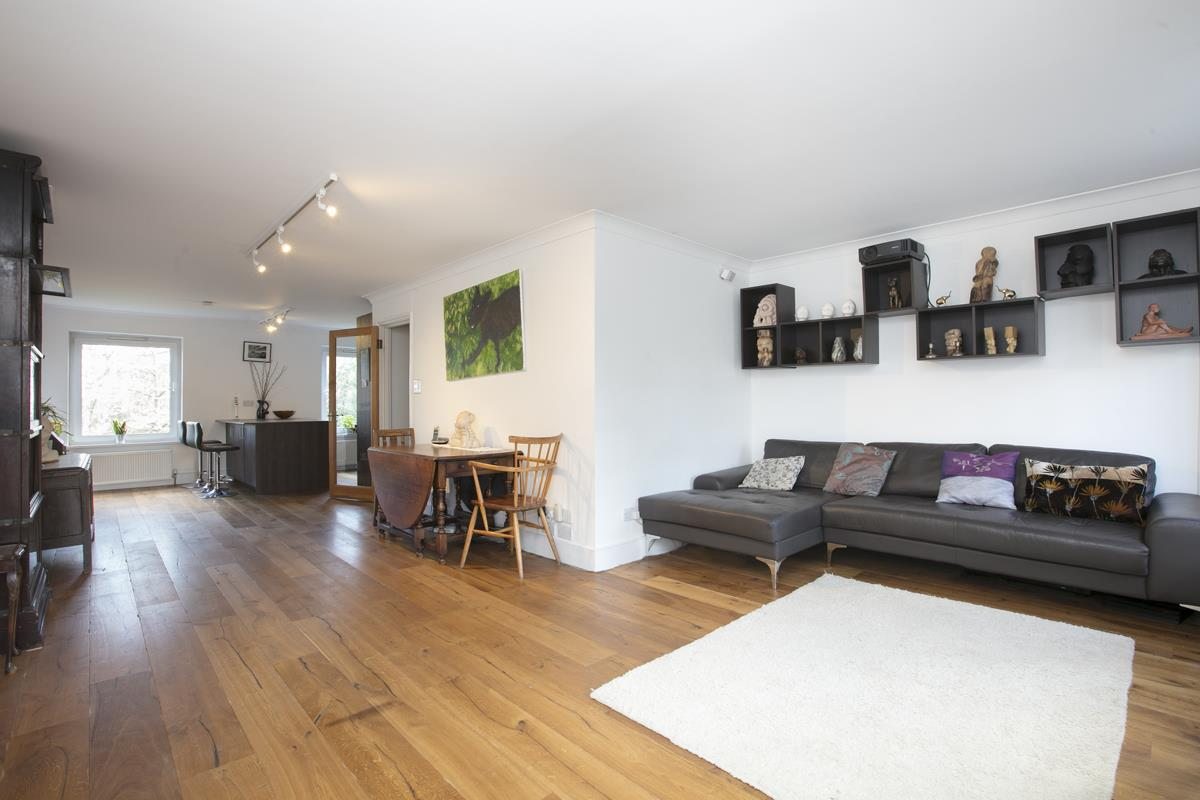 House - Semi-Detached For Sale in Grove Park, Camberwell, SE5 432 view7