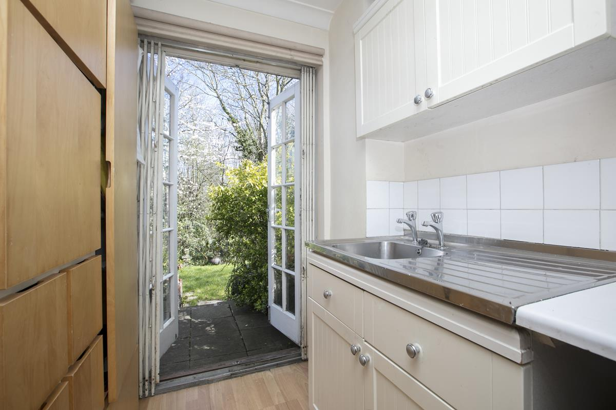 House - Semi-Detached For Sale in Grove Park, Camberwell, SE5 432 view22