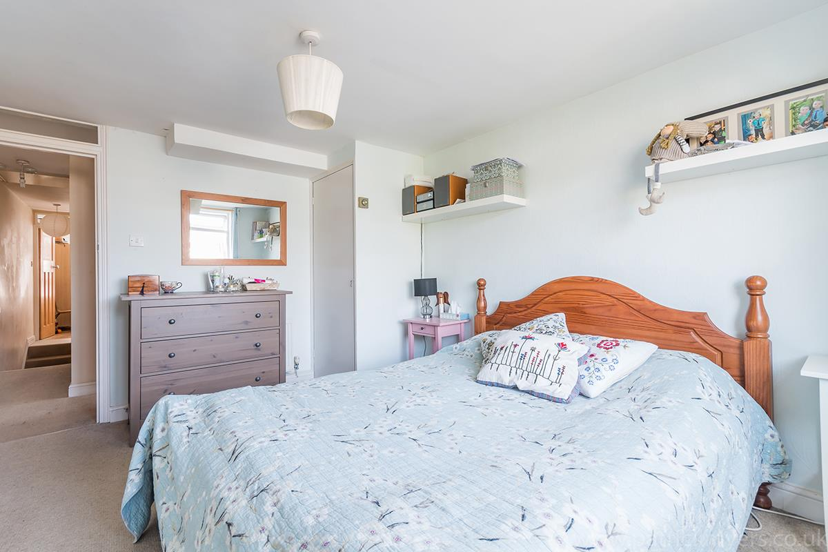 House - Semi-Detached For Sale in Halifax Street, SE26 315 view10