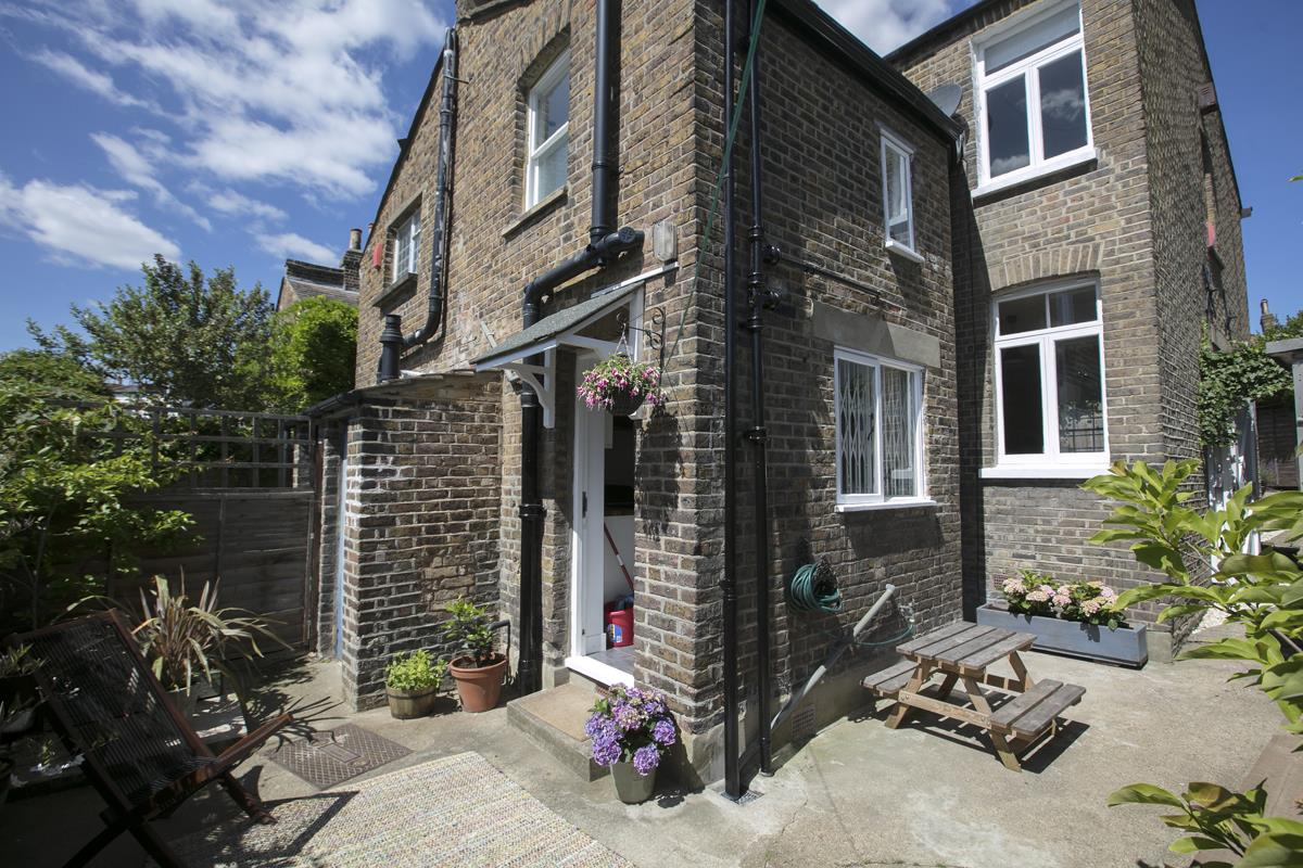 House - Semi-Detached For Sale in Halifax Street, Sydenham, SE26 350 view33