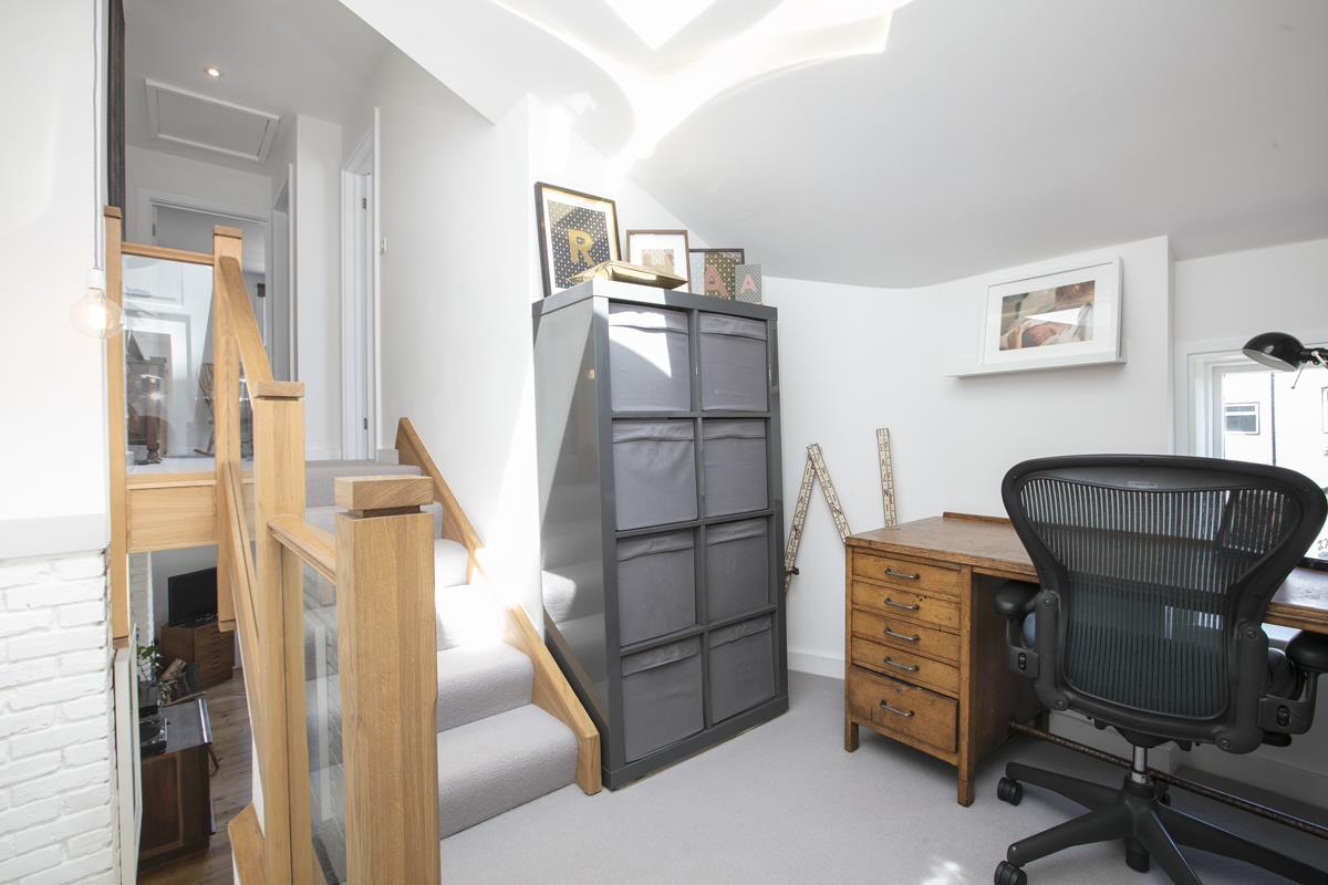 House - Semi-Detached For Sale in Halifax Street, Sydenham, SE26 350 view17