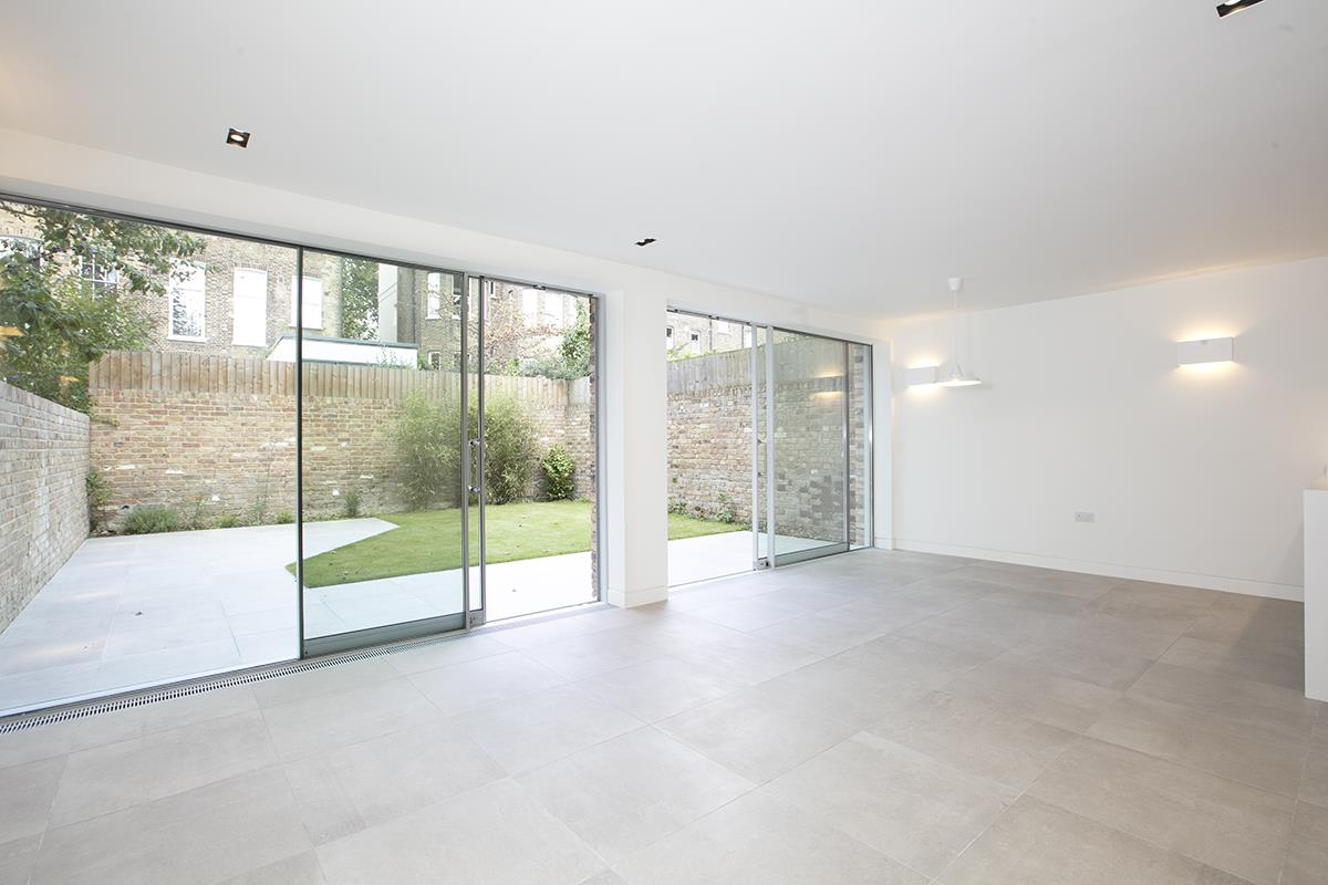 House - Link Detached For Sale in Harfield Gardens, Grove Lane, Camberwell, SE5 531 view2