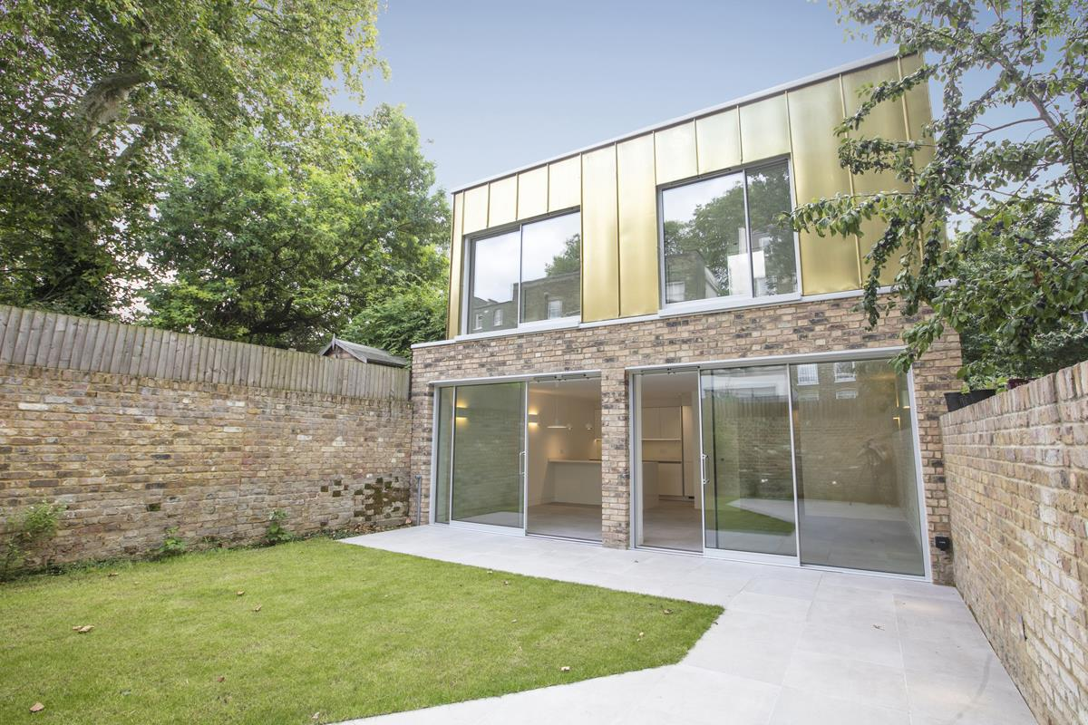 House - Link Detached For Sale in Harfield Gardens, Grove Lane, Camberwell, SE5 531 view1