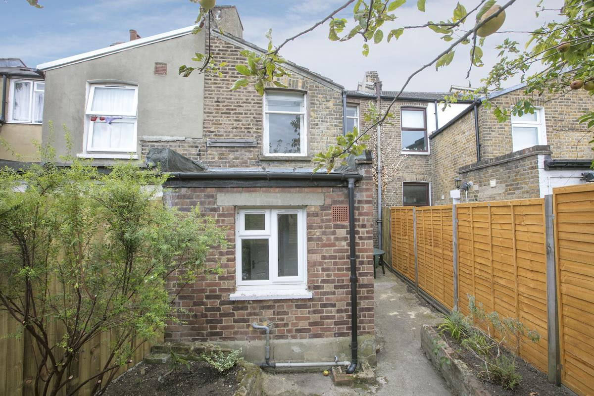 House - Terraced Sold in Hollydale Road, Nunhead, SE15 490 view13