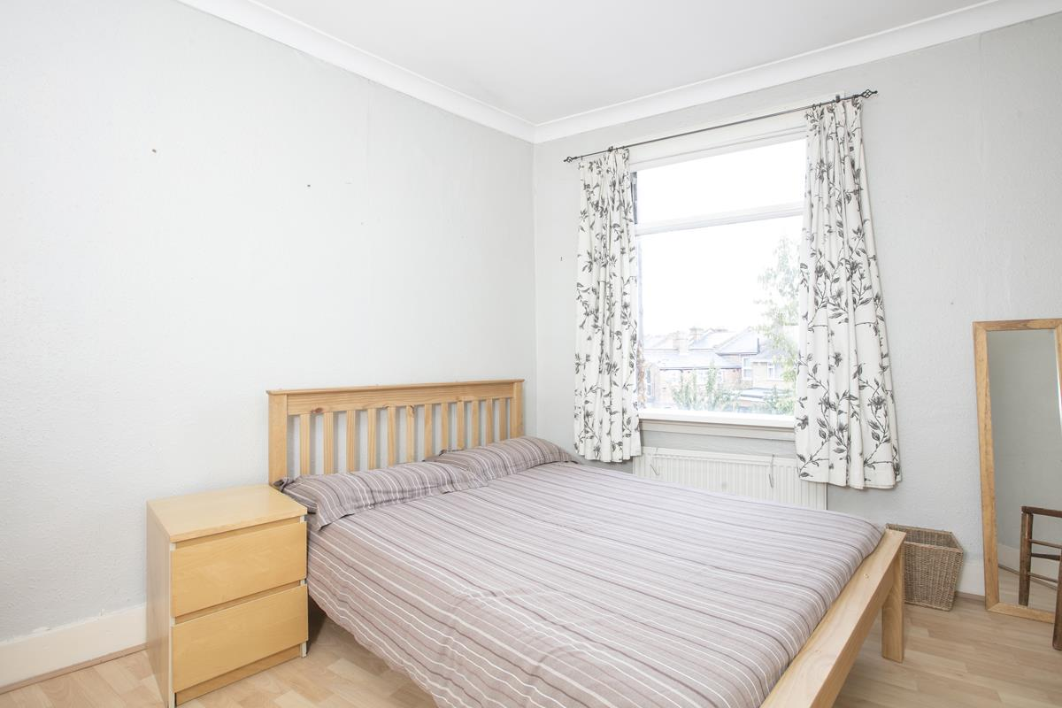House - Terraced Sold in Hollydale Road, Nunhead, SE15 490 view8