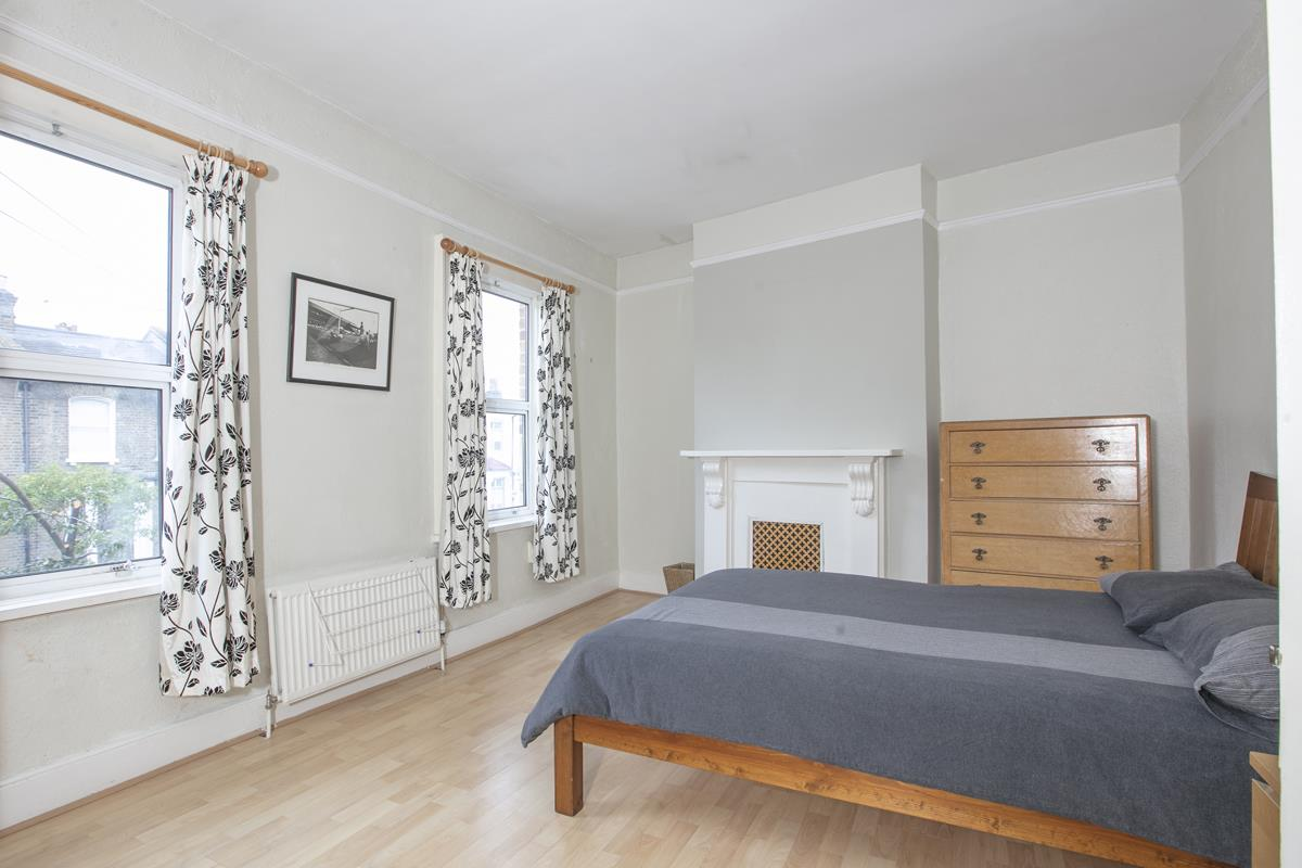 House - Terraced Sold in Hollydale Road, Nunhead, SE15 490 view6