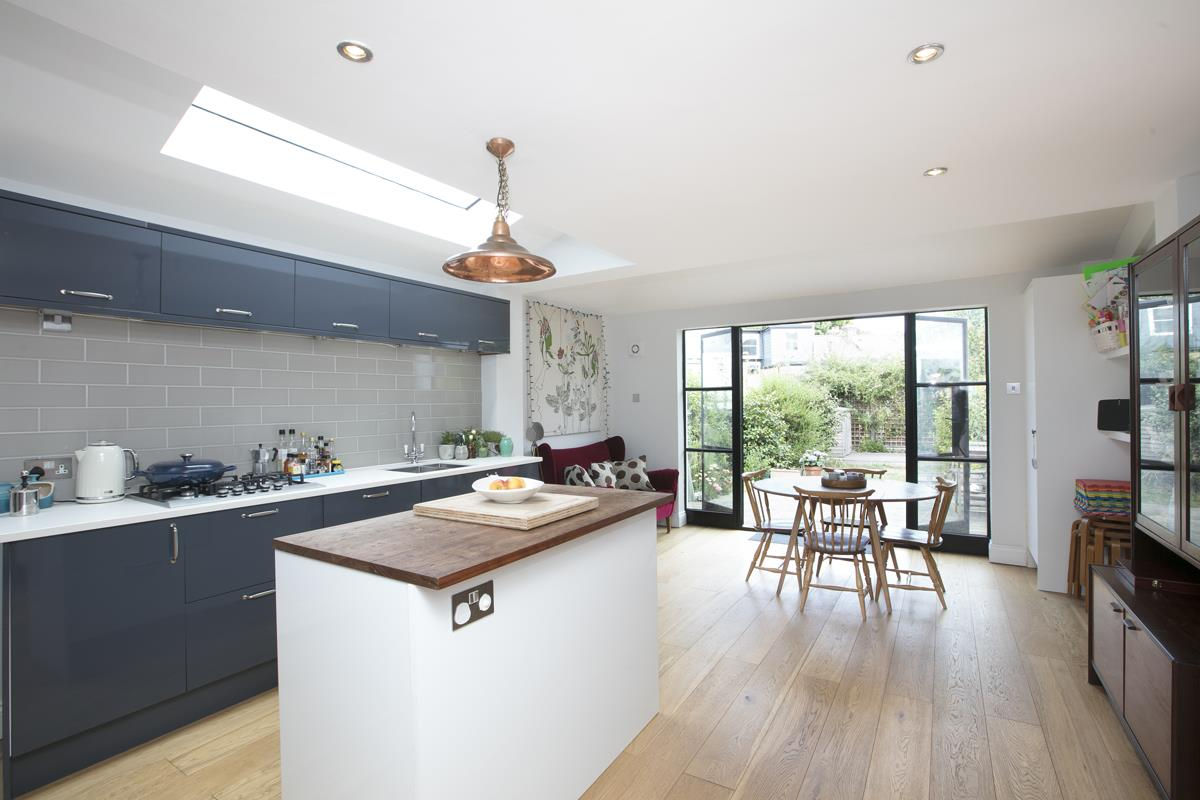 House - Terraced Sale Agreed in Howbury Road, Nunhead, SE15 366 view1