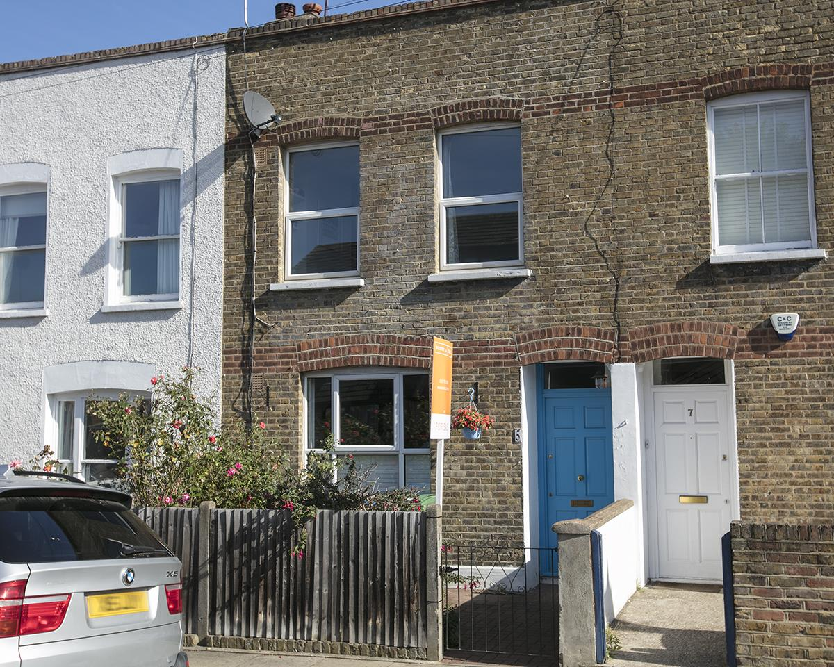 House - Terraced For Sale in Howbury Road, Nunhead, SE15 366 view1