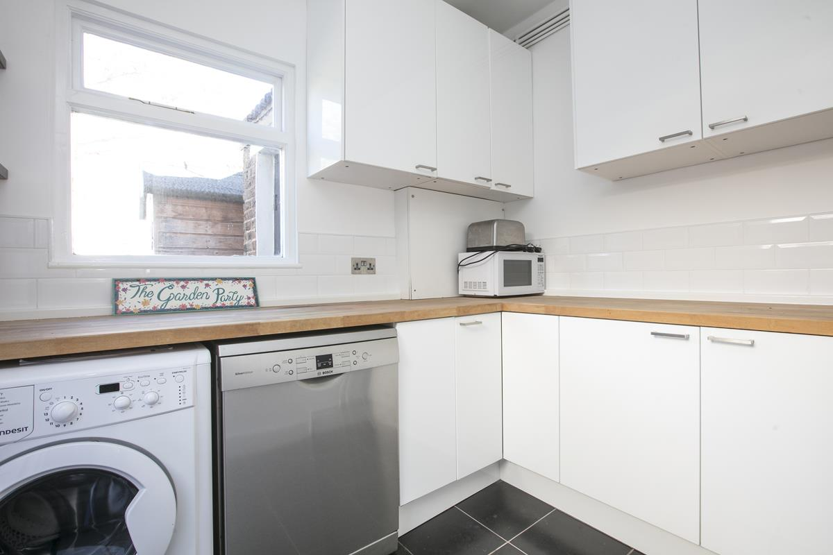 House - Terraced For Sale in Howbury Road, Nunhead, SE15 385 view11