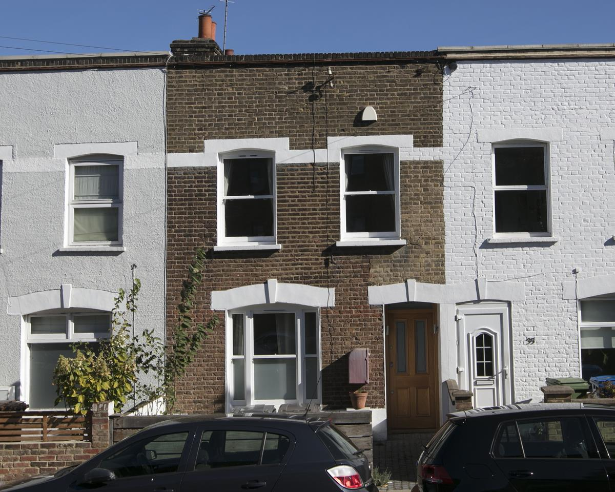 House - Terraced For Sale in Howbury Road, Nunhead, SE15 385 view1