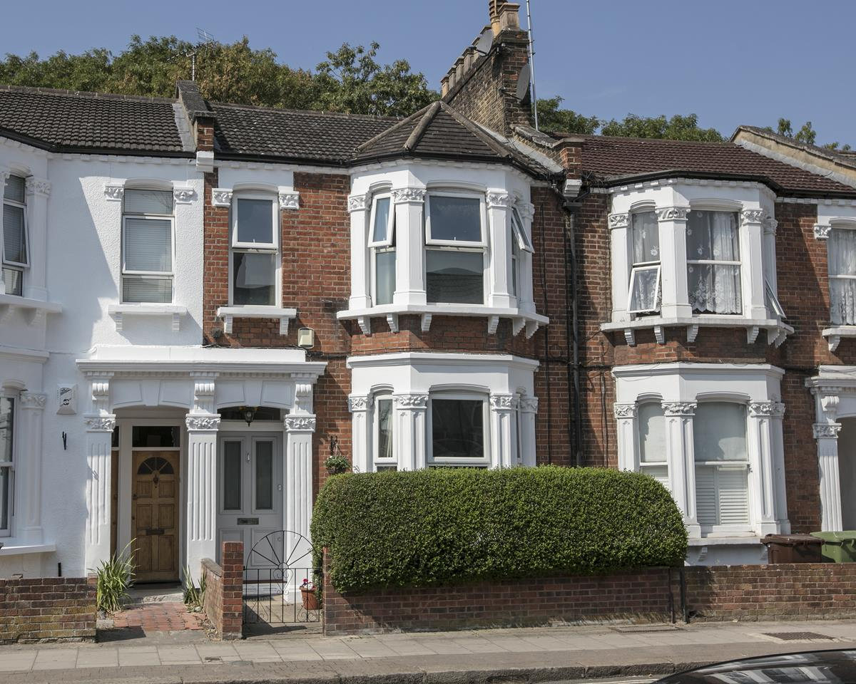 House - Terraced Sold in Ivydale Road, Nunhead, SE15 365 view1