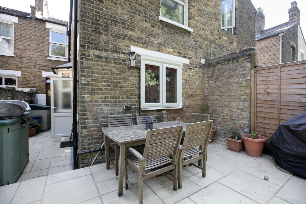 House - Terraced Sold in Ivydale Road, Nunhead, SE15 365 view11