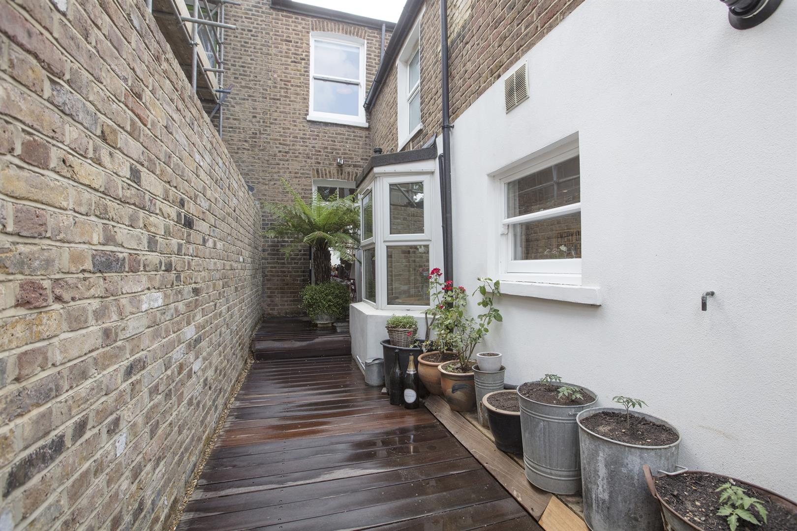 House - Terraced Sale Agreed in Kirkwood Road, Nunhead, SE15 609 view19