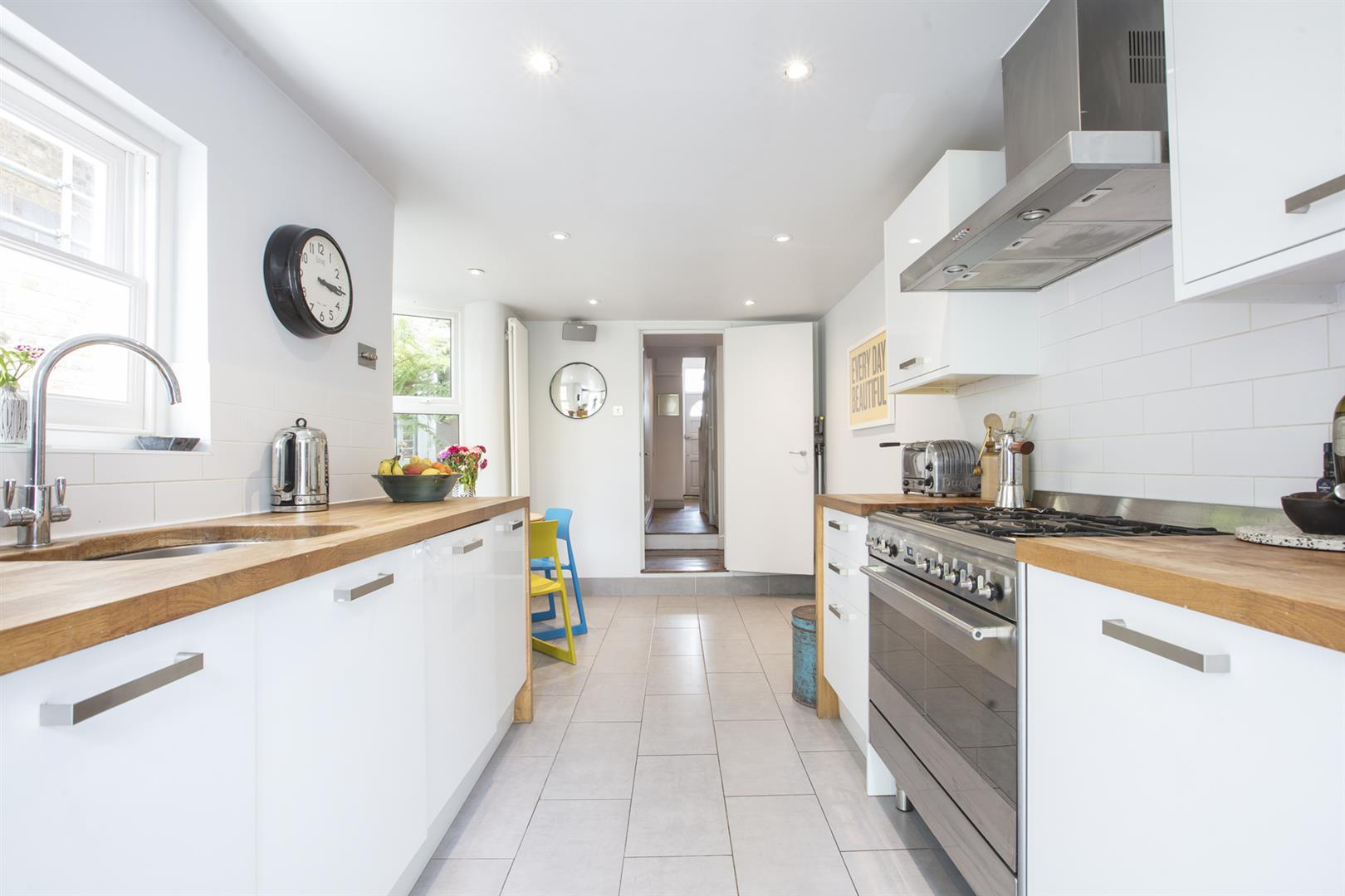 House - Terraced Sale Agreed in Kirkwood Road, Nunhead, SE15 609 view3
