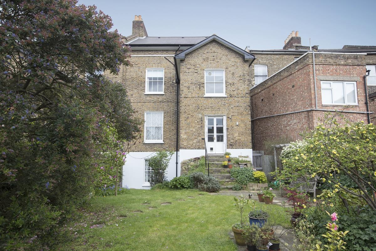 House - Semi-Detached Sold in Linden Grove, Nunhead, SE15 311 view2