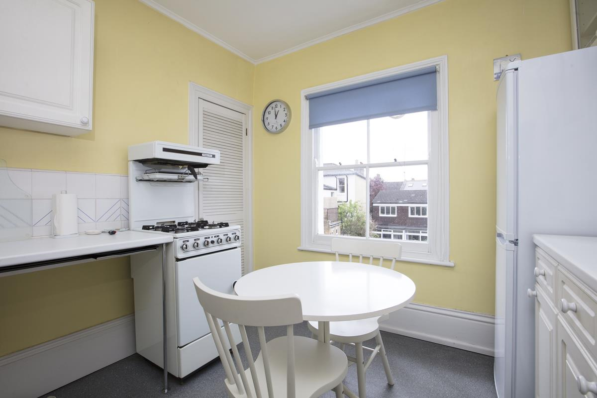 House - Semi-Detached Sold in Linden Grove, Nunhead, SE15 311 view13
