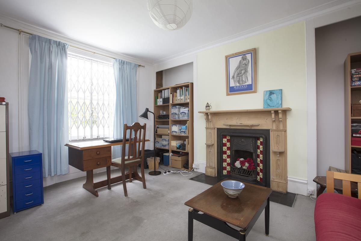 House - Semi-Detached Sold in Linden Grove, Nunhead, SE15 311 view6
