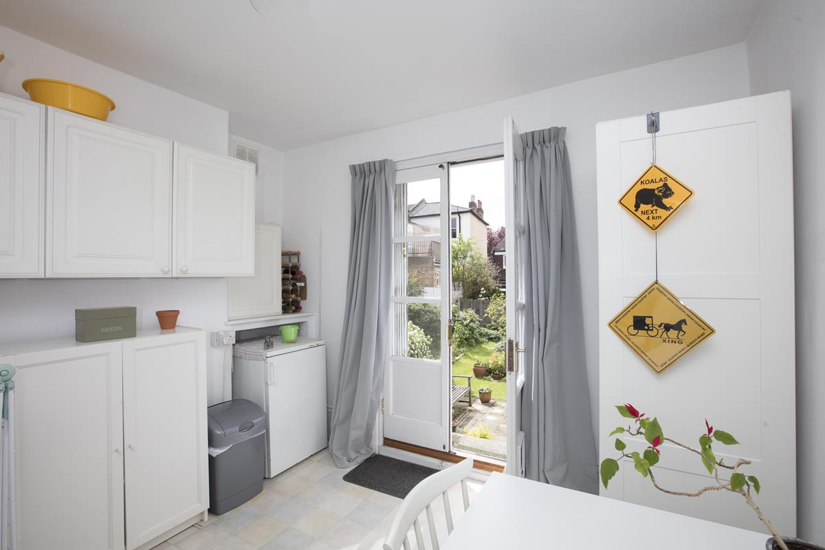 House - Semi-Detached Sold in Linden Grove, Nunhead, SE15 311 view8