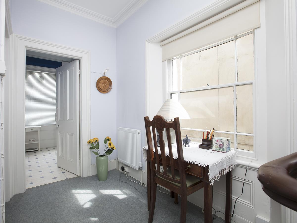 House - Semi-Detached Sold in Linden Grove, Nunhead, SE15 311 view14