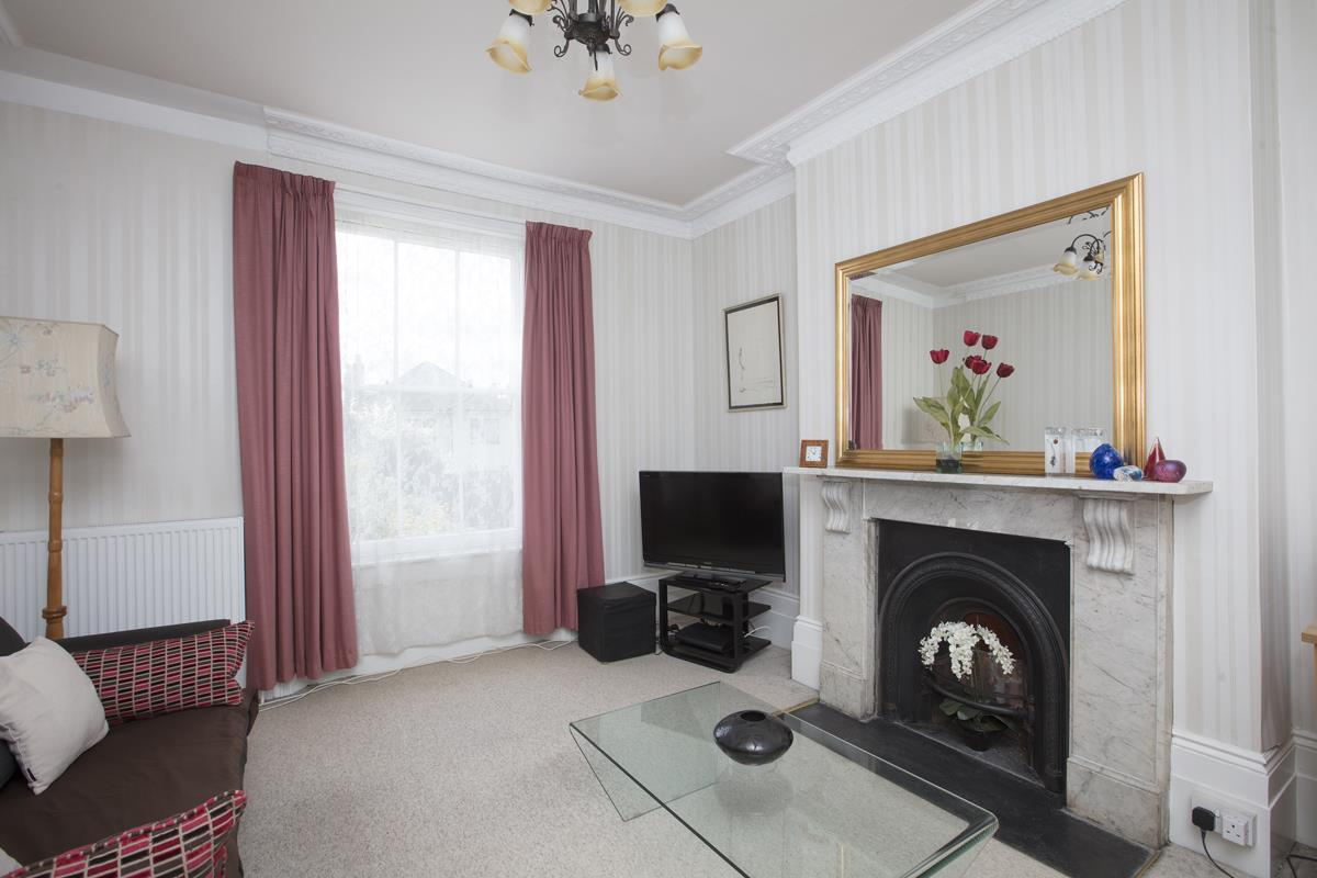 House - Semi-Detached Sold in Linden Grove, Nunhead, SE15 311 view7